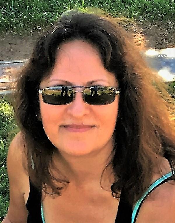 Anjela headshot